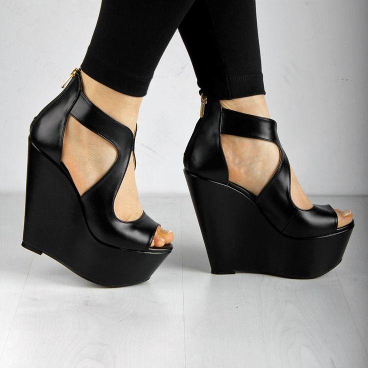 Siyah Dolgu Topuk Ayakkabı - Fotoğraf