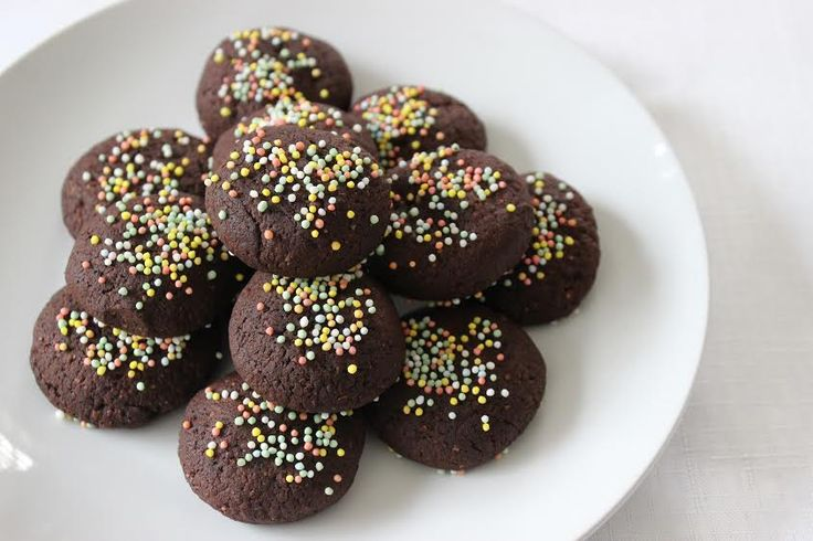 Chocolate Chickpea Biscuits Recipe - Great information, tips, crafts and recipes for School Mums.
