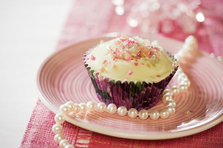 White chocolate #cupcake with Tutti Frutti -crush