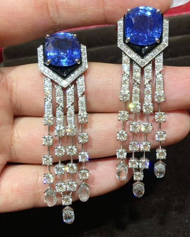 Incredible earrings @cartier !! Diamonds and sapphire
