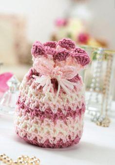 FREE PATTERN! Pretty crochet drawstring bag