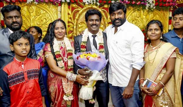 TV artists Tiger Thangadurai got married to Aruna a software engineer. #Vijaysethupathy attended the marriage. #Starmarriages www.chennaiungalkaiyil.com