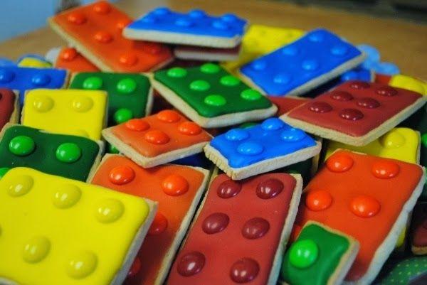 Lego . Estás buscando una decoración de fiestas de cumpleaños de Lego , aquí en el blog Fiestas y todo Eventos , te traigo varias ideas sobr...