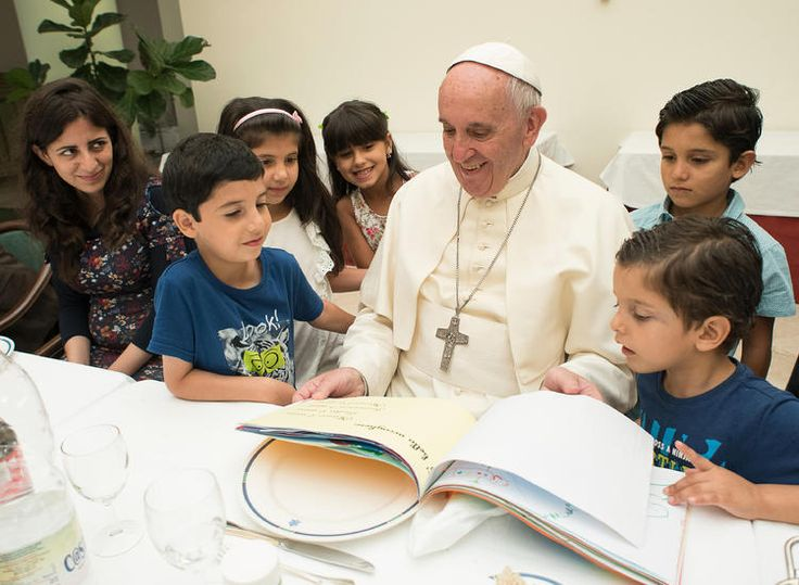 A menekült gyerekek védelmét sürgette Ferenc pápa - Origo