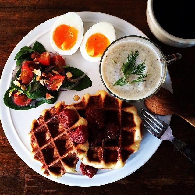 Instagram media keiyamazaki - Today's breakfast. Waffles, Mushroom soup. きのこのポタージュ、ワッフル。今日のワッフルはイーストで発酵させるほうのやつ。写真だとコントラストつきすぎて焦げたような色になってるけど、実際はこんな黒くない。
