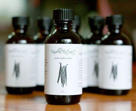 Homemade vanilla extract + tutorial