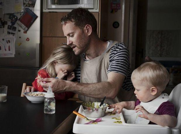 Αυτοί είναι οι μπαμπάδες σήμερα (σε μια άλλη χώρα) - Οικογένεια   Ladylike.gr