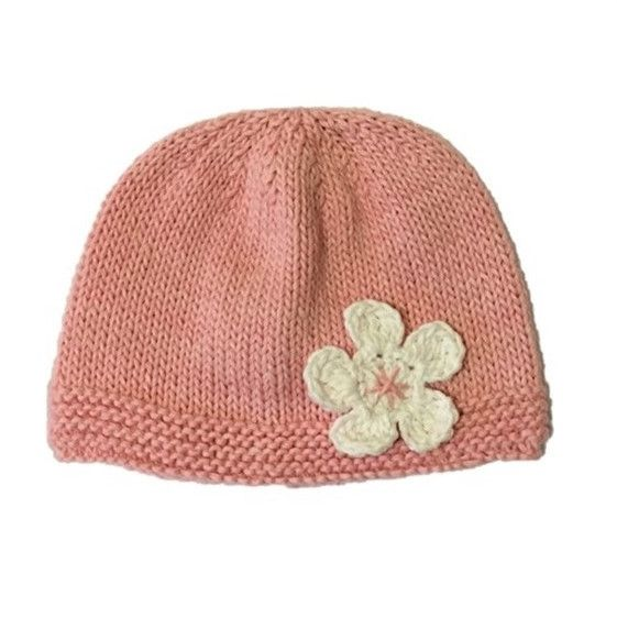 DAISY HAT. Hand knitted beanie with white flower detail. Handmade using 100% natural cotton. Sizes: 0-3m, 3-6m, 6-12m.