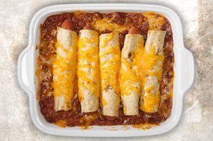 Cette version du classique hotdog au chili contient des ingrédients que vous connaissez: du fromage, des saucisses à hot dog, du chili et des haricots. Mais vous pouvez la déguster avec une fourchette!