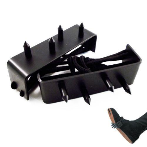 Ashiko Ninja per piedi in metallo nero con 4 chiodi ed una corda per il fissaggio. Al paio.