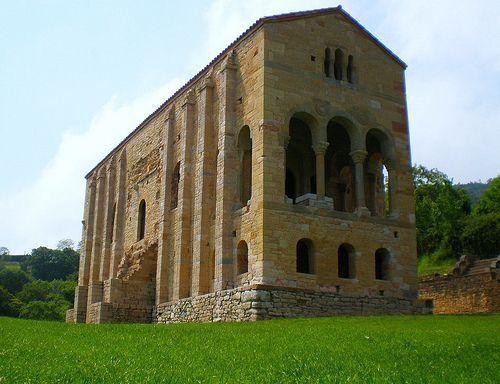 En 1985, la Unesco declaró los Monumentos de Oviedo y del Reino de Asturias Patrimonio de la Humanidad. Entre ellos está Santa María del Naranco.