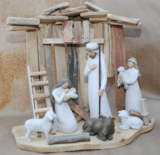A driftwood nativity stable >> I have the nativity, now I have a beach project!