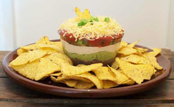 Mexicaanse nacho dip; de lekkerste dipsaus die ik ooit heb gegeten. Hij is fris, hij is kruidig, hij is cheesy en je steelt er op elk feestje de show mee!