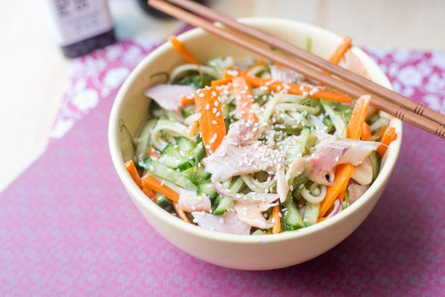 Liefhebbers van Japans eten gaan deze Wakame noedelsalade heerlijk vinden. Dankzij het gebruik van Udonnoedels een echte maaltijdsalade, verrukkelijk.