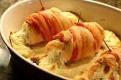 Sajtos csirkemell baconbe tekerve, csodás étel 30 perc alatt! Az olvadozó sajt nagyon csábító! :) | Ketkes.com
