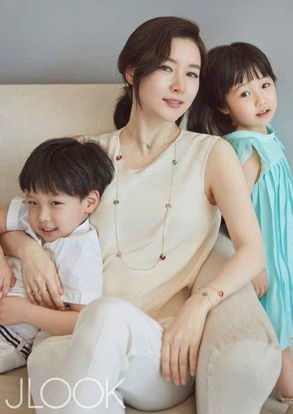 """Actress Lee Young Ae Discusses Her Kids and 11 Year Hiatus with """"JLook"""" 