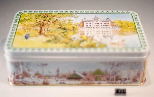 Rechthoekige koektrommel voor Verkade met afbeeldingen van verschillende soorten landschappen en huizen