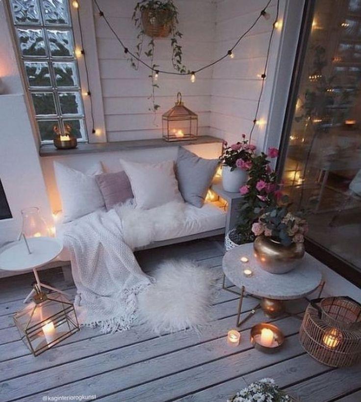 20 fascinating diy christmas balcony decoration ideas godiygo com in 2020 apartment balcony on christmas balcony decorations apartment patio id=51353