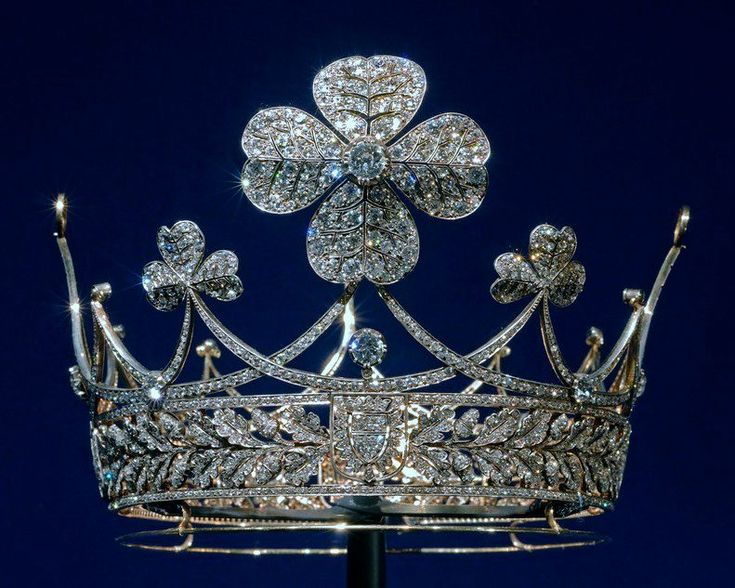 The Prussian Clover Leaf coronet, diesigned by Wilhelm II as a silver wedding present for his first wife, Augusta Victoria of Schleswig Holstein, in 1906. Designed as a band of open-work oak leaves, with three and four leaf clover diamond motifs, linked with diamond scrolls at the base.