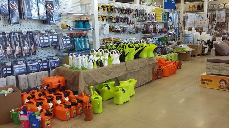 Näyttävä esillepano parantaa Kotimaisten Plastex tuotteiden myyntiä!