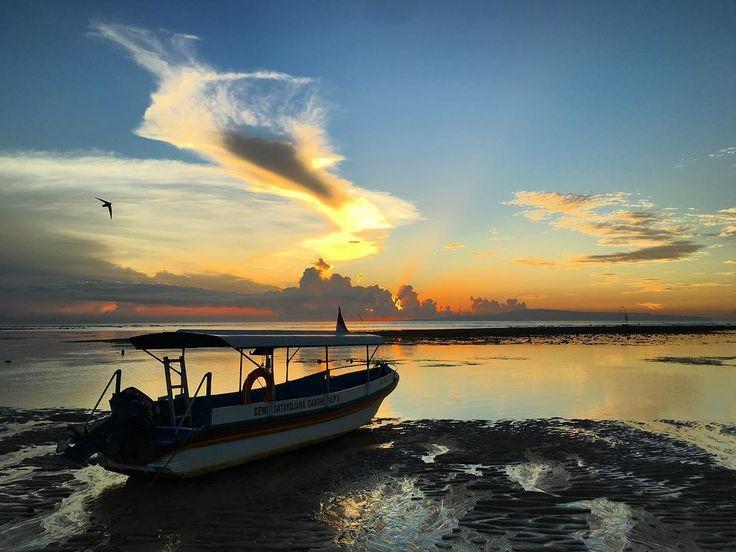 Sebelum memulai segala aktifitas yang ada di Pantai Sindhu Sanur tak ada salahnya jika Dolaners memanjakan diri dan melepas penat dengan mengunjungi tempat spa yang kental dengan nuansa bali di sekitar pantai ini.[Photo by instagram.com/nairda68]