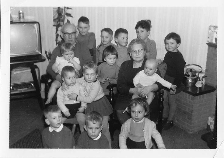 10.3.15 Neef Michel is bezig met een neven/nichten bbq en dat zorgt dat nicht Annemarie foto's uit de oude doos op Facebook post. Deze is erg leuk!
