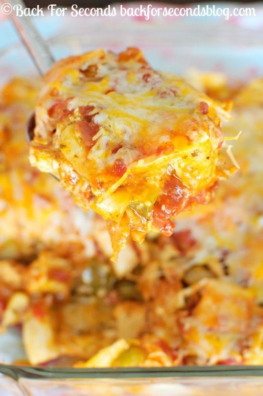 Easy Chicken Fajita Casserole - Fast, easy, and super delicious! My family went nuts for this! #casserole