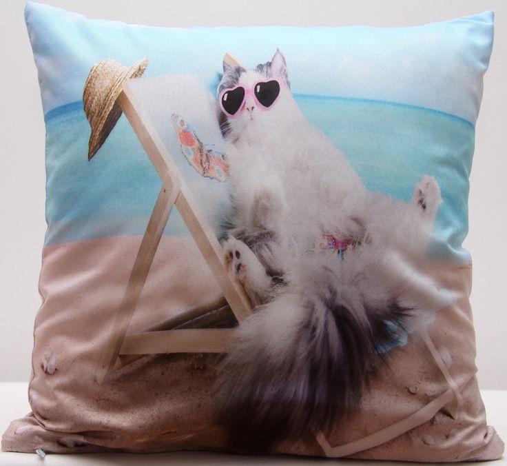 Béžovo modrý povlak na polštář s motivem kočky na pláži