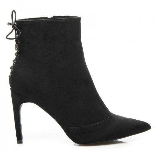 Dámské boty na podpatku Deneb černé – černá Zima klepe na dveře! Přivítejte ji zbrusu novými elegantními botami. Klasický střih je doplněn šněrovačkou v zadní části a nekonečným pohodlím, díky vložky z obuvnického filcu. Obujte …