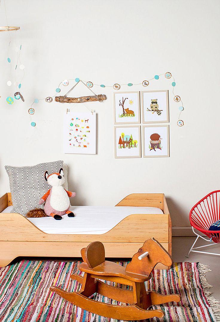 Gosto de móveis feitos de madeira. Gosto de decoração na altura da criança. Gosto de minimalismo.