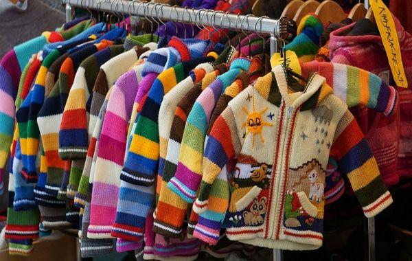 تفسير حلم رؤية ملابس الأطفال في المنام تفسير رؤية ملابس الاطفال في الحلم دليل على أحداث كثيرة يمر بها الشخص الحالم ويكو Kids Outfits Childrens Clothes Clothes