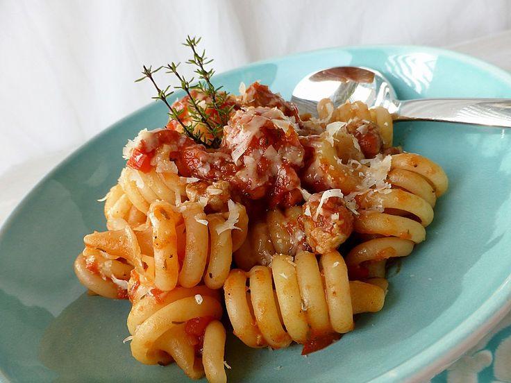 Pasta mit Thymian-Tomatensauce und Salsiccia-Bällchen