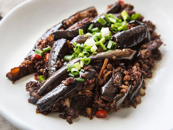 Mixing Minced pork to eggplant is a traditional way of cook. Eggplant sponges off juice and flavor of pork so it can be tasty like meat. Better to eat with rice or noodles. It is simple and good to health. Let's have a try.