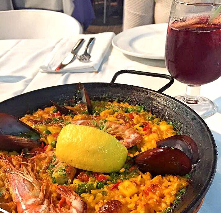Paella and Sangria in Barcelona by the beach
