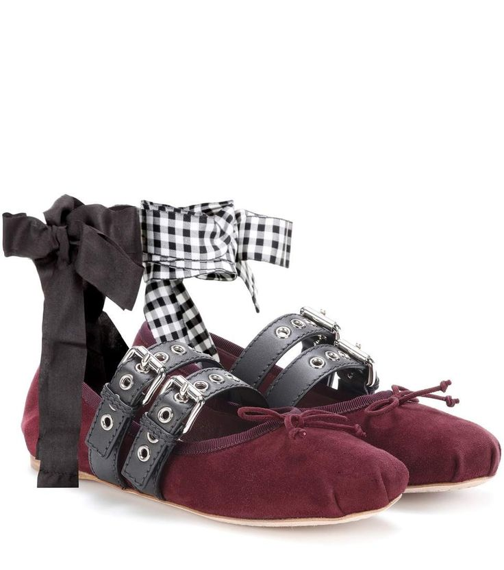 Commandez Ballerines en daim à ornements dans une des plus importantes boutiques de mode en ligne.  Livraison rapide. Paiement sécurisé.