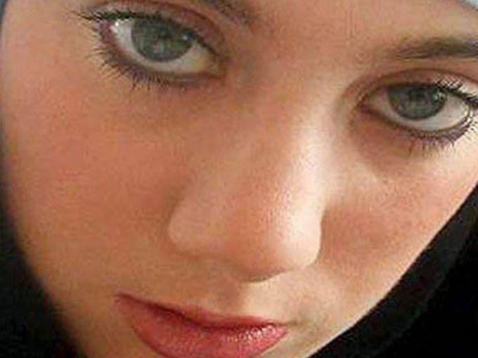 """Si googleas """"la mujer más buscada del mundo"""", automáticamente te aparecerá el nombre de Samantha Lewthwaite, alias """"la viuda blanca"""". Se cree que esta mujer es una de las líderes del grupo terrorista Movimiento Islámico."""