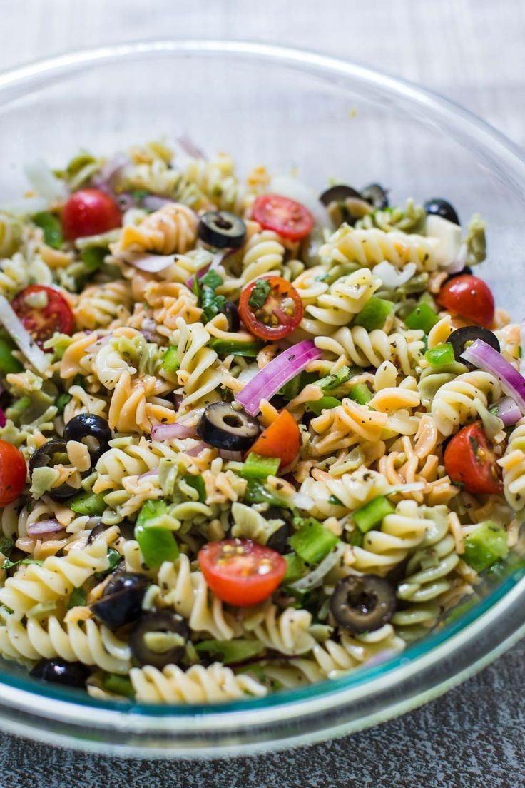Quick & Easy VEGAN Pasta Salad- this recipes comes together in just about 10 minutes and is PERFECT for lazy summer meals that are healthy and still delicious! Substitute the noodles for brown rice noodles to make it gluten free!