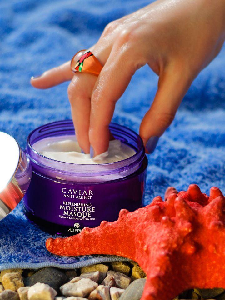 """Maska do włosów #Alterna #Caviar #Replenishing Moisture #Masque jest zabiegiem silnie nawilżającym każdy rodzaj włosów. Kosmetyk wypełnia strukturę włosa, odmładza włosy kruche, dodając im miękkości i blasku. Polecam kosmetyk włosom suchym i odwodnionym, łamliwym, koloryzowanym i """"puchatym"""". Kosmetyk wchłania się we włosy niemal natychmiast, nie pozostawiając na powierzchni białych śladów."""
