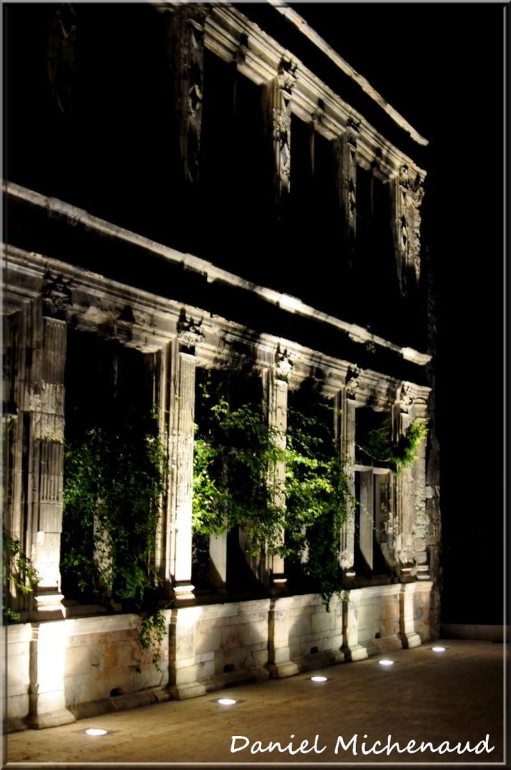 Ruines de la façade de l' Hôtel de Beaune-Semblançay, Tours, Indre et Loire [FRANCE]     Petite place romantique...