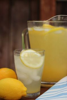 Lemonade like Chick-Fil-A Makes - homemade lemonade is tastier and better for you than the corn syrup-filled frozen varieties. Try this, you'll love it.