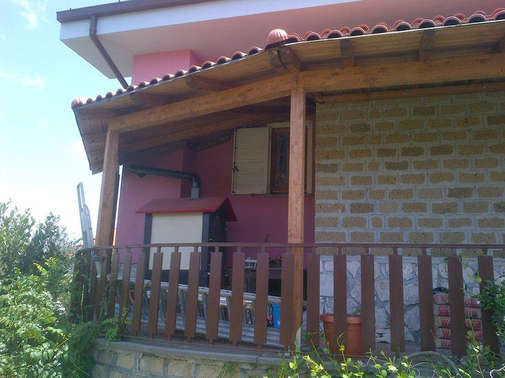 tettoia su misura ,  addossata in legno lamellare ,a giro copertura con coppo in PVC