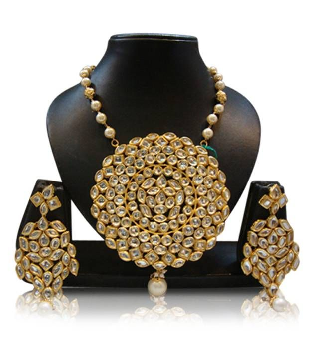 Chaahat big kundan 4 icnhes locket with mama, http://www.snapdeal.com/product/chaahat-big-kundan-4-icnhes/110432900