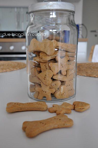 Buon pomeriggio cari amici!!!!!   Mantengo sempre le mie promesse. Il mese scorso vi avevo detto che avrei voluto fare dei biscottini per i...