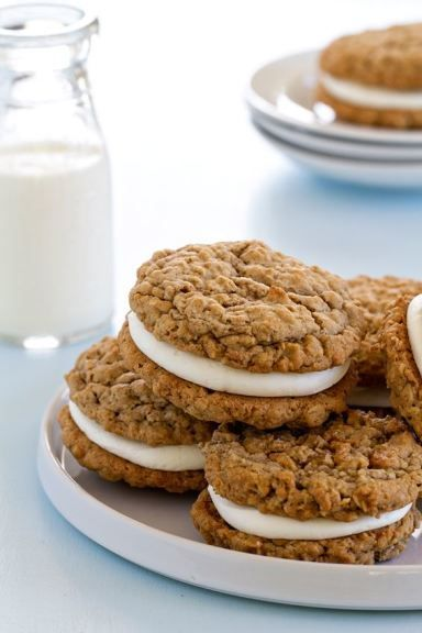 Giant Oatmeal Cream Pies have the warmth of oatmeal and cinnamon with a delicious vanilla buttercream frosting center. The perfect recipe for a tasty dessert!