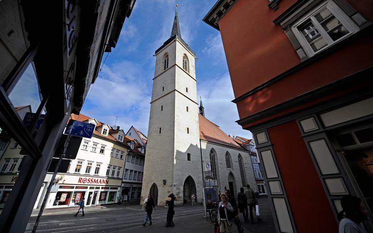 Die Allerheiligenkirche in der Erfurter Marktstraße ist eine kleine römisch-katholische Kirche aus dem 12./14. Jahrhundert. Foto: Marco Kneise