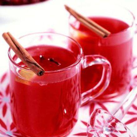 Cranberry-Punsch Zutaten Für 1 Person Für 1 großes Glas (250 ml) : 150 ml Cranberry-Nektar 2 EL braunen Zucker 2-3 Nelken ¼ Zimtstange ½ Orange 4 cl Rum