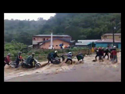 Video Detik-Detik Pengendara Motor Lalui Banjir Bandang di Sumatera | Pitek Walek