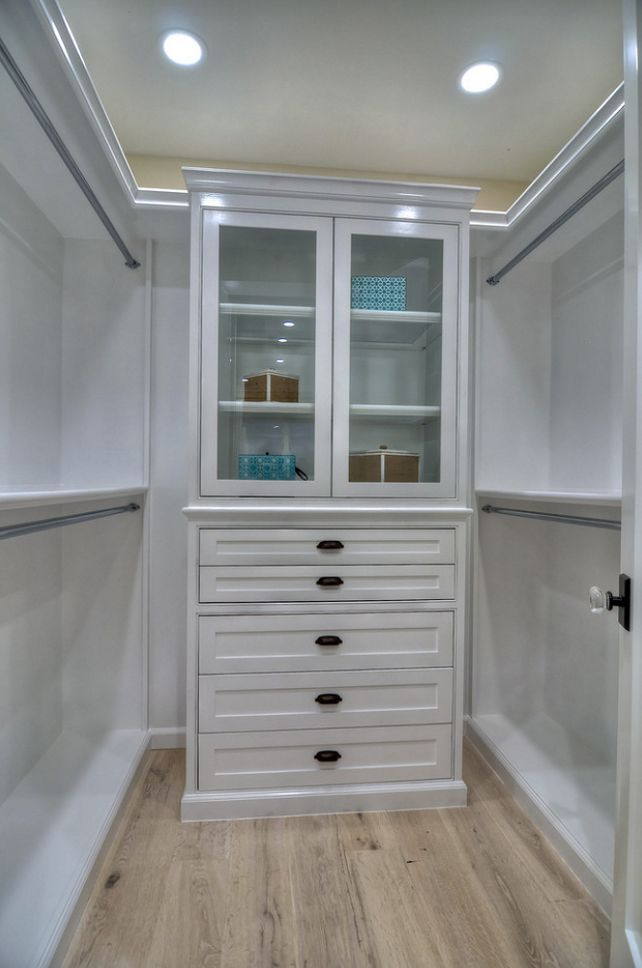 Walk in closet design for small spaces woodworking for Walk in closet designs for small spaces