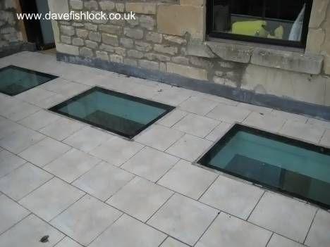 Abertura para dar luz natural centro de salon y cocina por el techo, en el suelo de la terraza