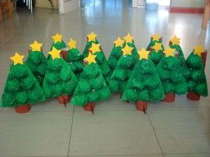Árbol de Navidad con tubo de cartón y hueveras para hacer con niños